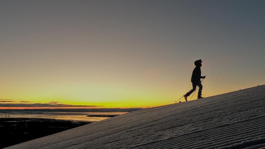 Julien Yamba pendant son défi de skimo au Mont Sainte-Anne